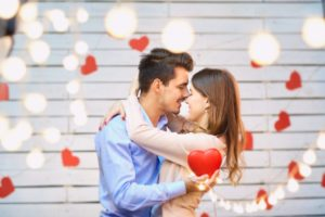 freshen up your kiss - couple surrounded by hearts
