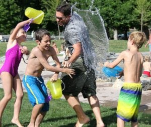 children playing in a water park to avoid obseity and type 2 diabetes