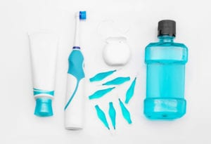 photo shows oral hygiene tools to stop gums bleeding